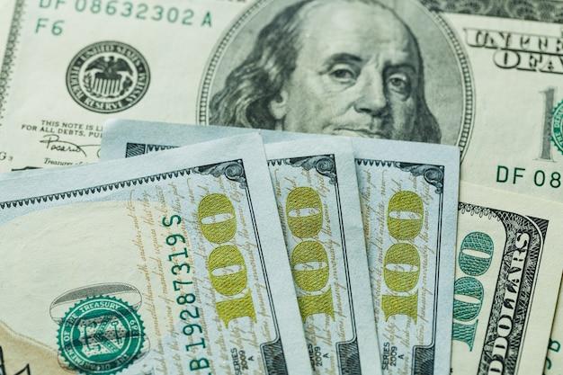 Macro da vicino del volto di ben franklin sugli stati uniti 100 dollari