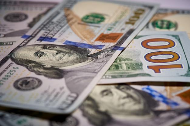 Macro di banconote americane del valore di cento dollari, il nuovo conto americano.