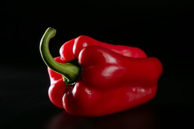 Macro pepe rosso sul nero