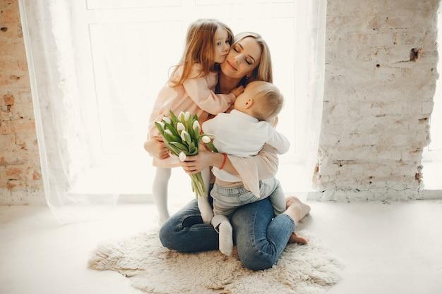 Madre con bambino piccolo a me