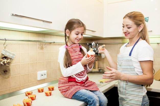 Madre cottura casa cucinare cucina