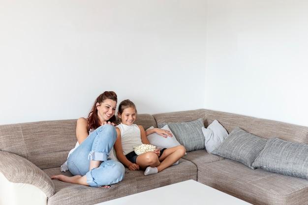 Madre e figlia divertirsi