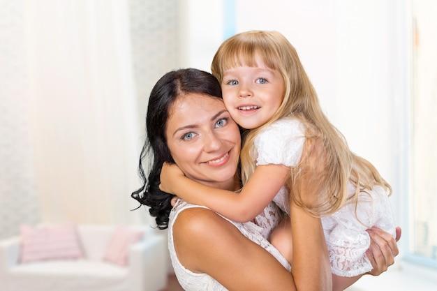 Madre e figlia. famiglia felice
