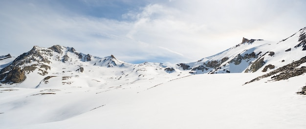 Maestose vette in inverno nelle alpi