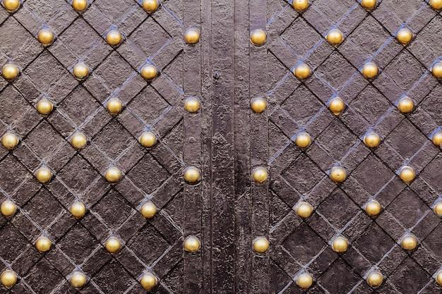 Magnifici cancelli in ferro battuto, forgiatura ornamentale,