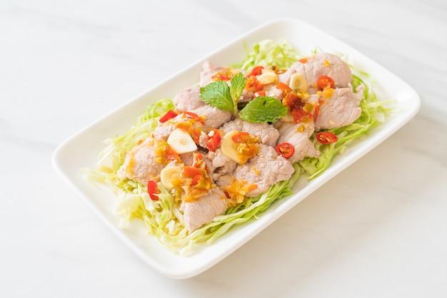 Maiale bollito con aglio lime e salsa chili