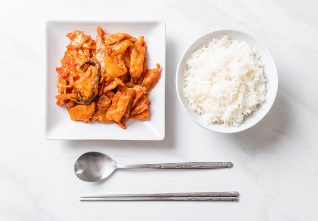Maiale saltato in padella con kimchi, stile di cibo coreano