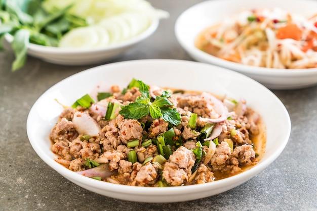 Maiale trito piccante (larb - traditional thai food)