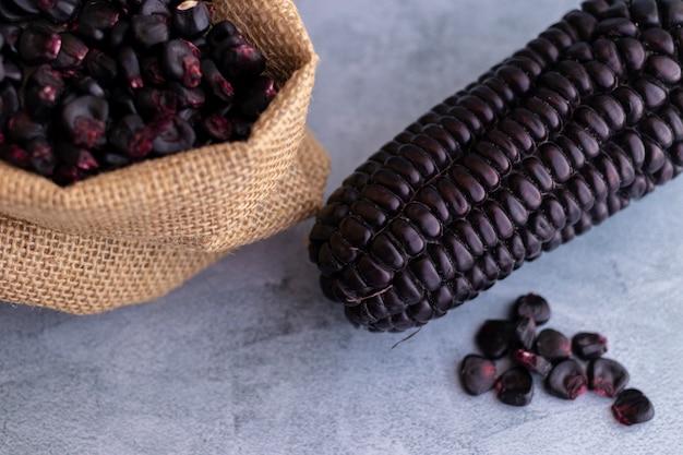 Mais viola peruviano, utilizzato principalmente per preparare il succo o un dessert gelatinoso