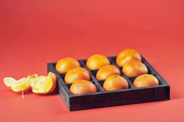 Mandarini con in scatola di legno