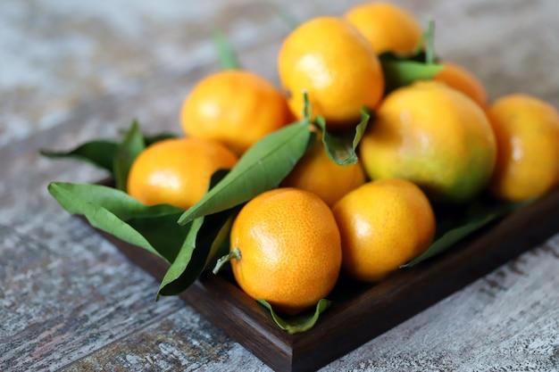 Mandarini freschi maturi. vitamine agrumi. vitamina c.