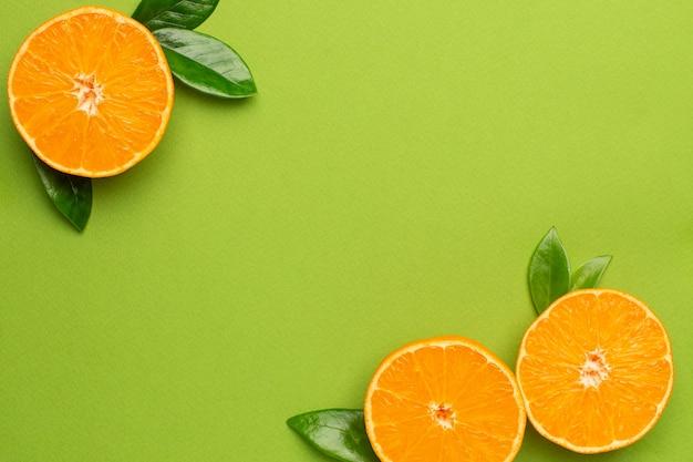 Mandarino, frutta flatlay, composizione minima estiva con copyspace