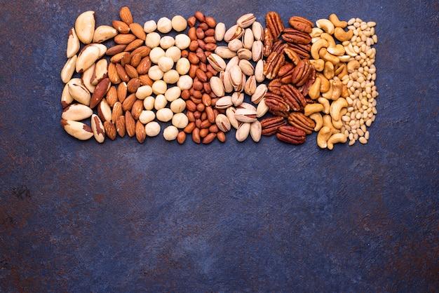 Mandorle, noci pecan, macadamia, pistacchi e anacardi