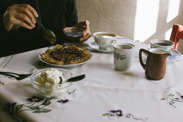 Mangiare waffle fatti in casa
