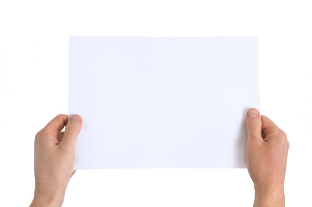 Mani che giudicano carta in bianco isolata