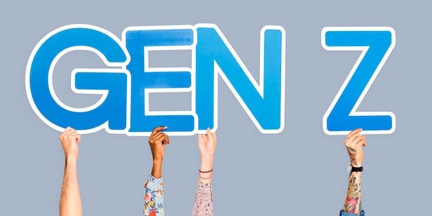 Mani che tengono l'abbreviazione gen z