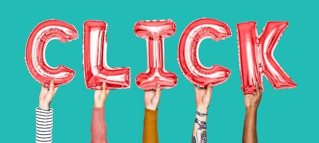 Mani che tengono la parola cilck in lettere del palloncino