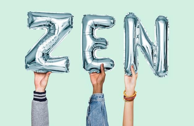 Mani che tengono la parola zen in lettere del palloncino
