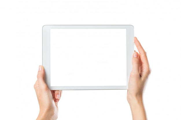 Mani che tengono la tavoletta digitale
