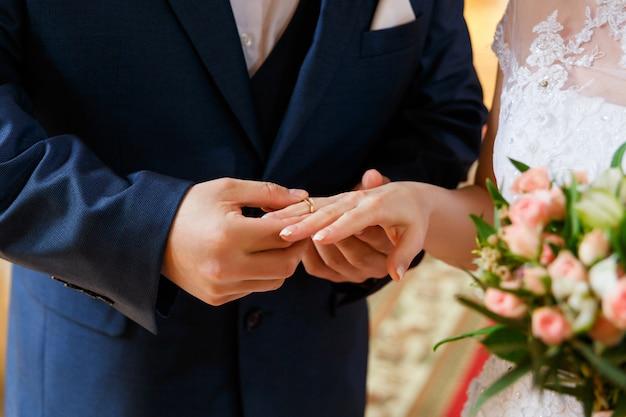Mani con anelli