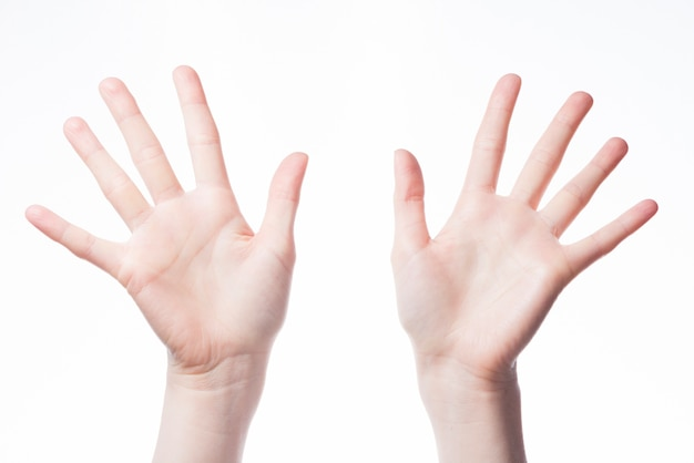 Mani di jazz su sfondo bianco