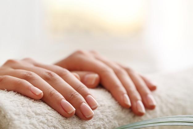 Mani femminili. concetto di manicure