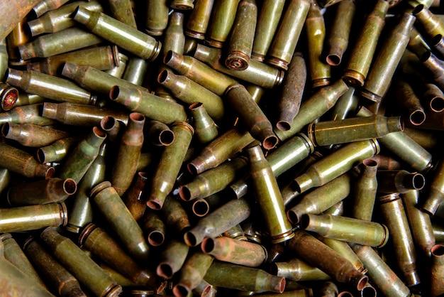 Maniche dalla mitragliatrice e mitragliatrice di grosso calibro.