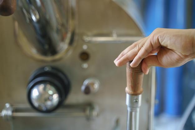Manico di livellamento per il controllo della mano di torrefazione