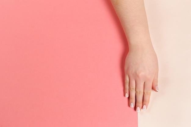 Manicure alla moda alla moda femminile.