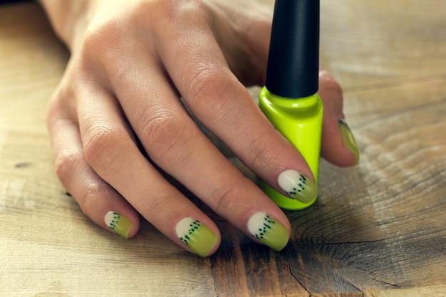 Manicure per kiwi