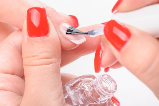 Manicure per unghie verniciatura trasparente