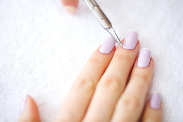 Manicure spa, manicure francese presso il salone spa