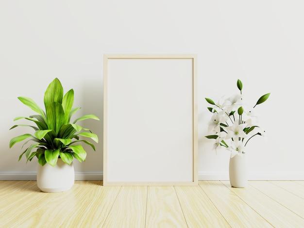 Manifesto interno con vaso, fiore nella sala con parete bianca.
