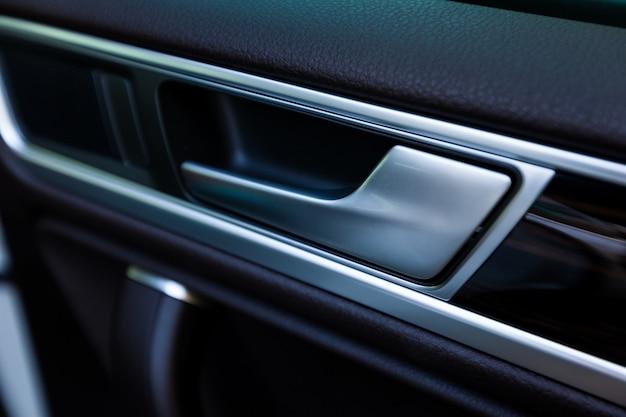 Maniglia porta interna, dettaglio interni auto moderne