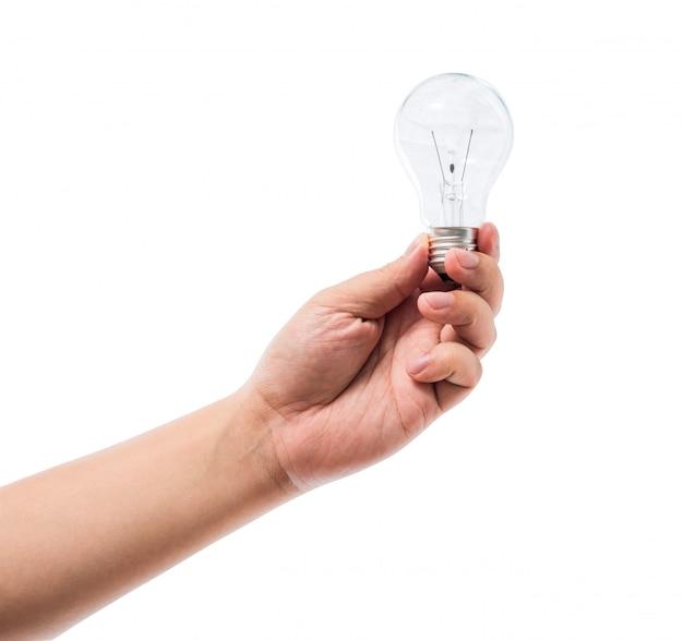 Mano che tiene una lampadina a incandescenza isolata