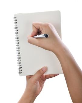 Mano con penna scrivendo sul notebook