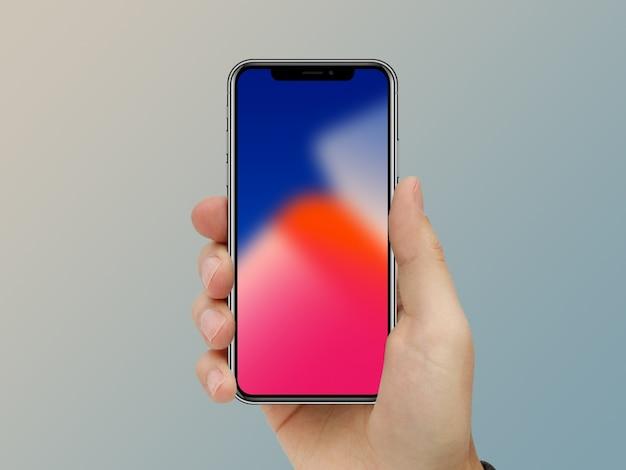 Mano del primo piano che mostra sullo schermo nero mobile del telefono