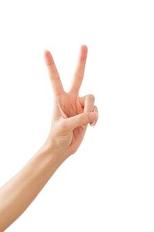 Mano della donna che mostra pace due su bianco