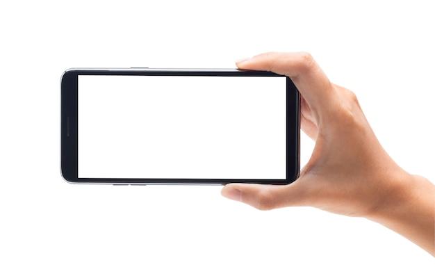 Mano della donna che tiene lo smartphone nero con lo schermo in bianco isolato