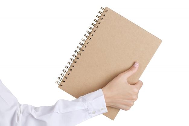Mano della donna che tiene un libro isolato su bianco