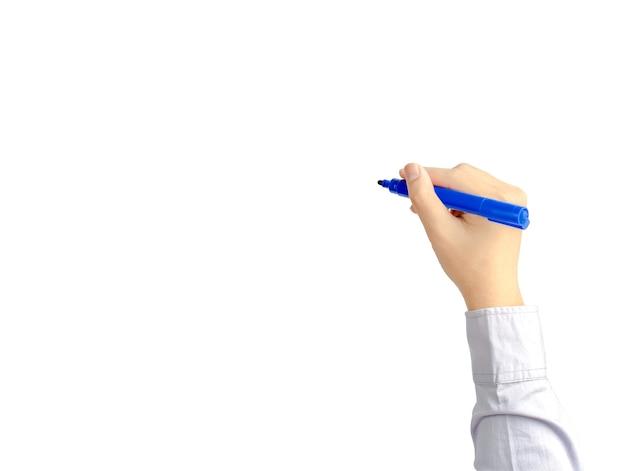 Mano di giovane uomo d'affari di scrittura con penna blu