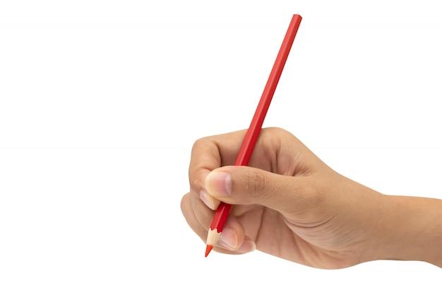 Mano femminile con la matita di colore rosso isolata su bianco
