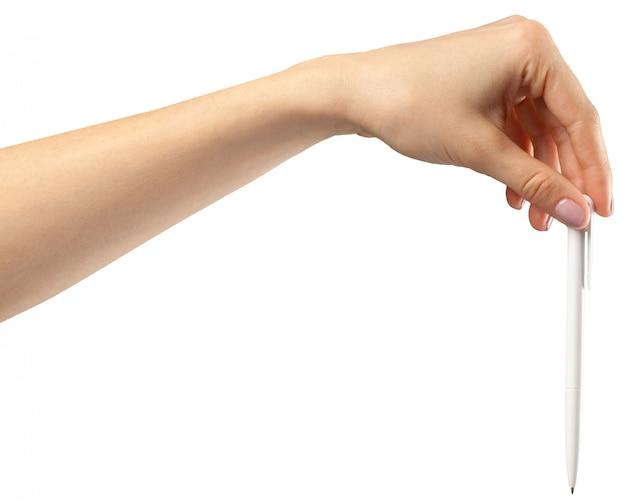Mano femminile su un bianco con una penna