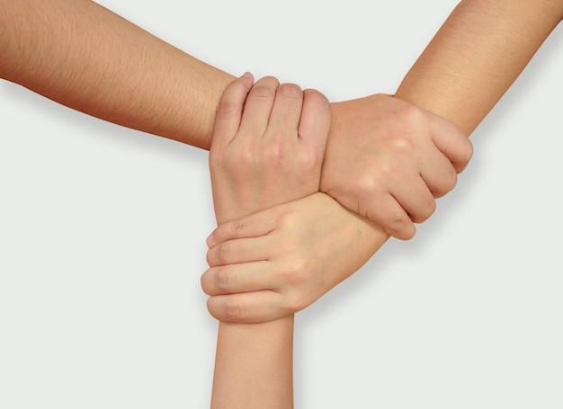 Mano formando cerchio di amici per fare affari insieme, mano di unità