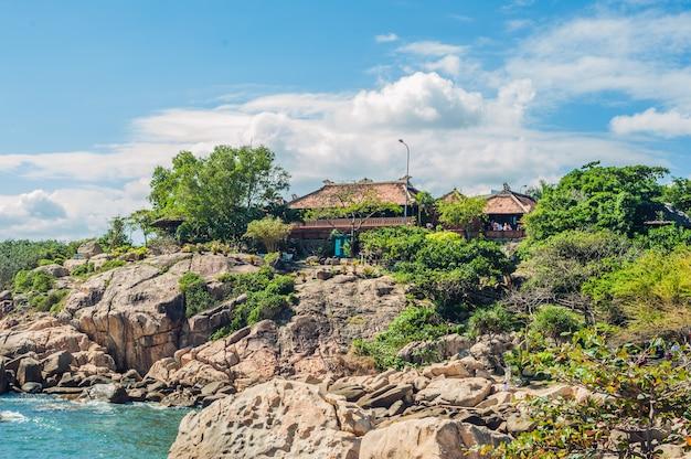 Mantello di hon chong, pietra del giardino, destinazioni turistiche popolari a nha trang. vietnam