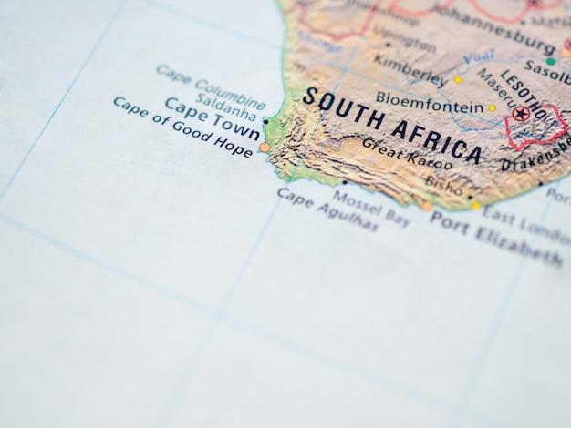 Mappa del mondo con focus sulla repubblica del sud africa (rsa) con capitale legislativa città del capo.