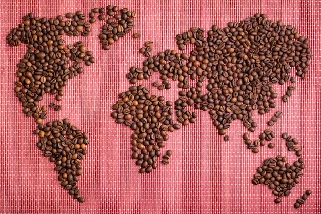 Mappa del mondo fatta di chicchi di caffè tostati