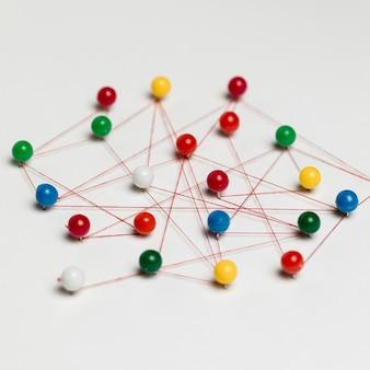 Mappa puntina da disegno colorata ad alta vista