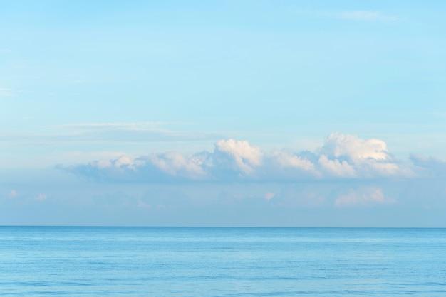 Mare e cielo vuoti