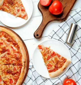 Margarita pizza sul tavolo